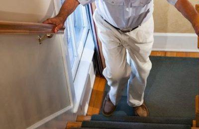 đau khớp gối khi leo cầu thang