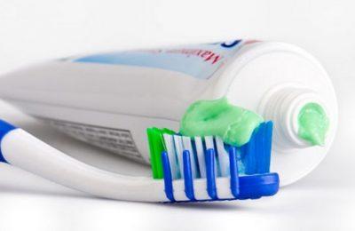 kem đánh răng trị nhiệt miệng